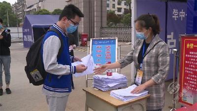 直击高三复学首日:初夏时节 再闻琅琅书声