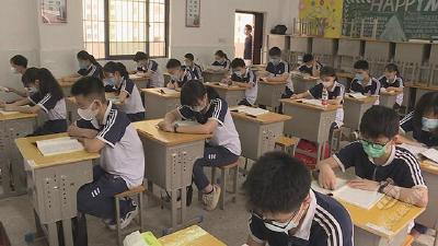赤壁市初三学子今日返校