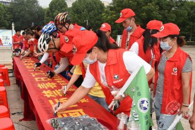 """赤壁市举办""""全民禁毒  健康生活""""骑行禁毒宣传活动"""