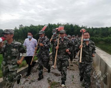 """【工作动态】花亭桥村30名退役军人为村民撑起""""安全伞"""""""