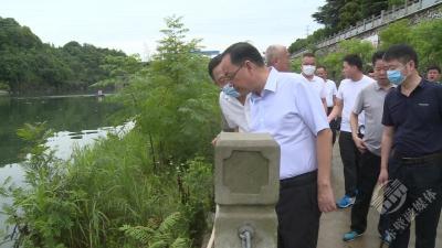 提高生态保护意识 不断改善河道环境面貌  ——盛文军徒步巡查陆水河城区段侧记
