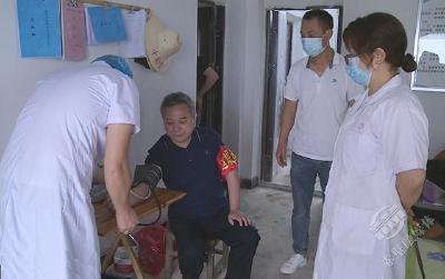 车埠连江支堤上的巡回医疗小分队
