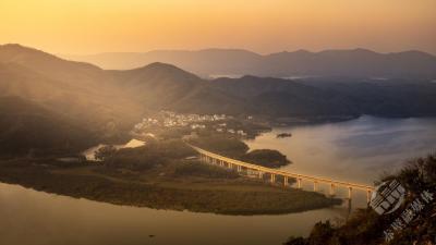 组图|夕阳映照芳世湾大桥