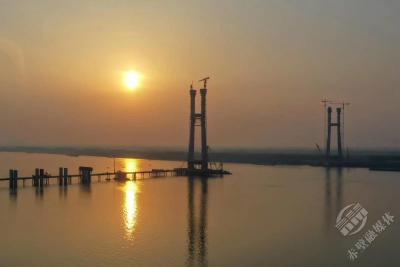 组图|卧龙要过江——建设中的赤壁长江公路大桥