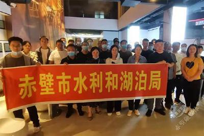 市水利和湖泊局党员干部集中观看红色电影《半条棉被》
