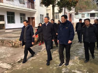 市领导慰问徐家河郑家河水库困难党员职工和引徐济安工程建设者