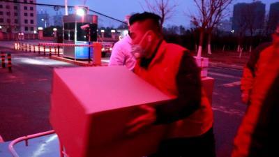 孝感义工联向医疗机构捐赠12万副口罩