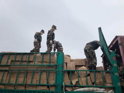 黑龙江省双鸭山市捐赠102吨大米运抵孝感