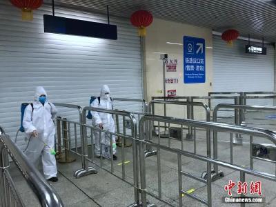 """武汉啥时能摘口罩?新冠肺炎未来更""""像""""非典还是甲流?专家组这样回应"""