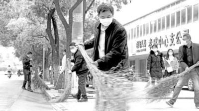 湖北孝感:全城大扫除 筑牢卫生防线