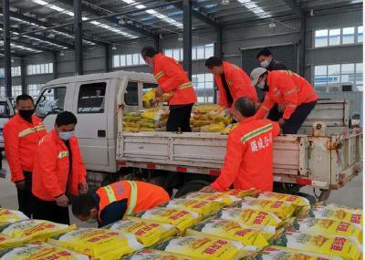 重庆企业家向孝感市环卫工人捐赠爱心礼包