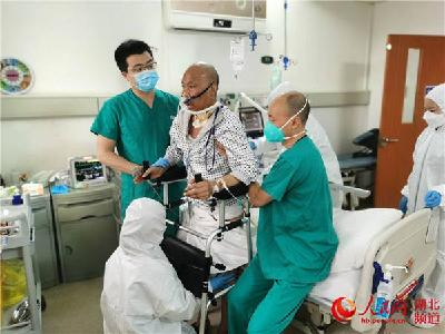 50天后,湖北首例新冠肺移植患者站起来了