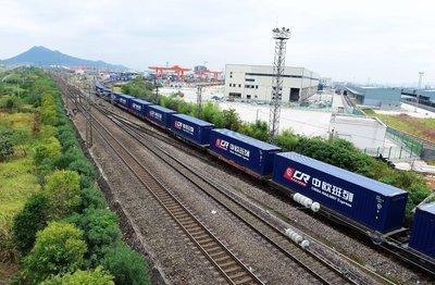 武汉开出新年首列中欧班列 今年计划开行400列往返班列