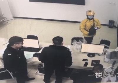首个人民警察节 深夜值班民警收到暖心礼物