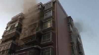 电热毯引发火灾 消防员迅速除险