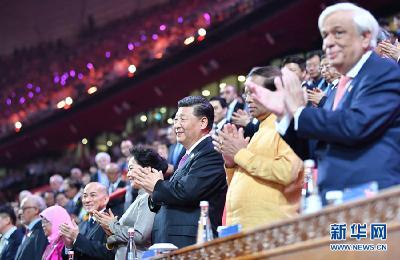习近平和彭丽媛同外方领导人夫妇共同出席亚洲文化嘉年华活动