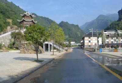 下谷乡一村一院获省民族团结称号