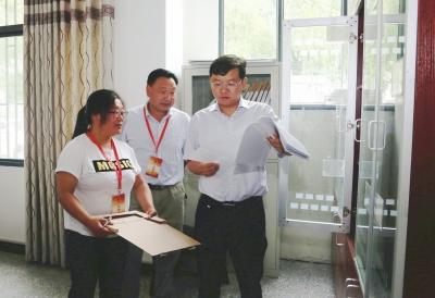 周森锋在龙沟村参加代表小组活动时强调 充分发挥人大代表作用   坚决打赢脱贫攻坚战