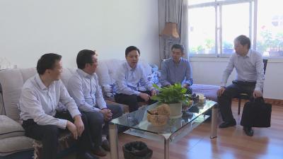 刘启俊教师节前夕看望慰问教育工作者