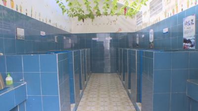"""神农架:""""厕所革命""""进校园"""