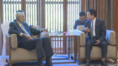 刘启俊与巴哈马国驻中国大使斯特林•匡特进行会晤