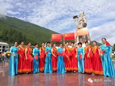 数百人集聚炎帝广场,唱响《我和我的祖国》!