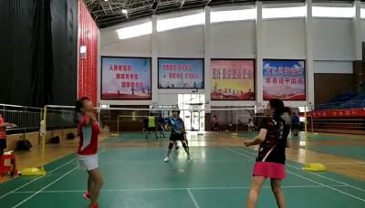 神农架林区举行四地羽球爱好者交流赛