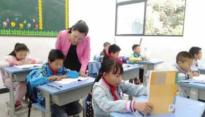 """神农架红坪镇红举小学教师冯洁荣获""""全国模范教师""""称号"""