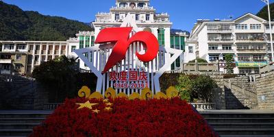 新中国成立70周年 松柏街头节日氛围浓