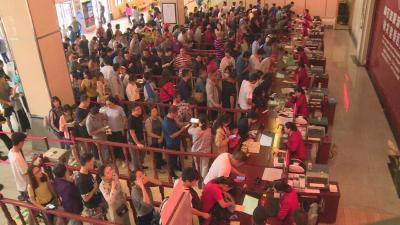 黄金周第三天:神农顶景区采取措施应对游客饱和