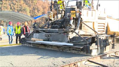 保神高速路面铺设工程正式启动