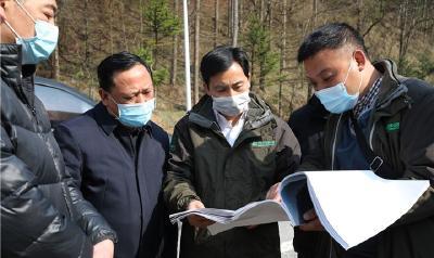 柳健雄到项目施工现场督查企业复工复产工作