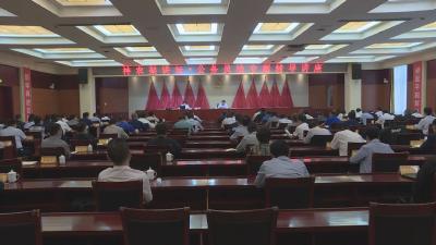 林区党委理论学习中心组举行专题辅导报告会深入贯彻落实新修订的《公务员法》