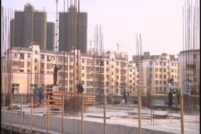 城市建设者:放弃团圆讲奉献  坚守岗位保进度