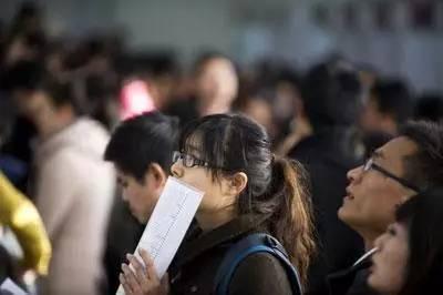 2017年应届生就业报告发布!专、本、硕、博起薪分别是…