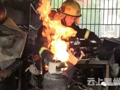 消防员拧着着火的液化气罐真的不怕吗?