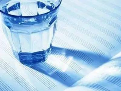 """【健康】""""隔夜水不能喝?""""有关白开水的这些传闻,是真的吗?"""
