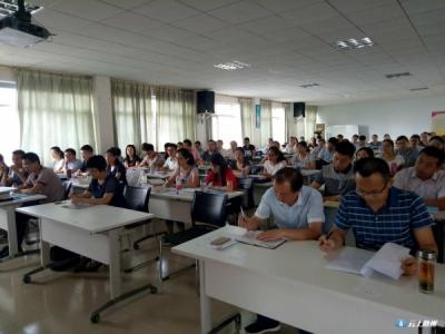 曾都区区长张健到区委党校为2017青年干部培训班授课