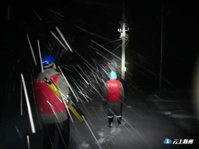 大雪造成25256家住户停电 供电公司正在极力抢修中