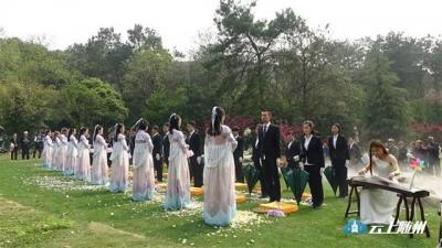 百名逝者重归自然 武汉举办免费集体生态环保葬