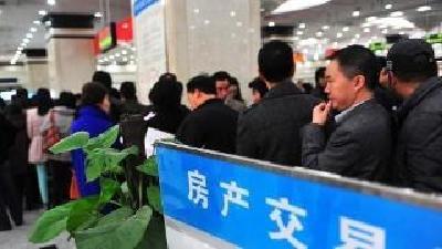 督查组暗访:房产交易中心有群众四时排队等号