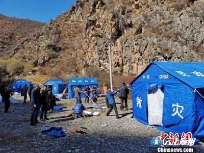 川藏交界金沙江堰塞湖:15台机具正在开展疏通作业