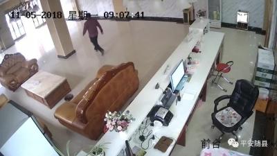 """一男子酒店内""""顺手牵羊""""行窃,随县警方30分钟擒盗贼!"""