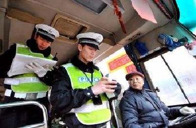 随州交警公布禁止参加春运客运车辆及驾驶人