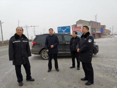 随县县长陈兴旺一行到县各主要路段察看交通情况