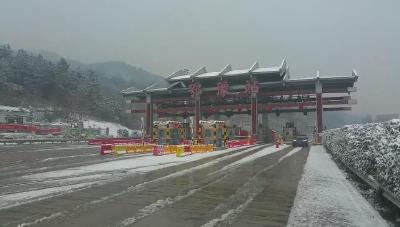 许广高速随县段路面积雪已基本清理干净