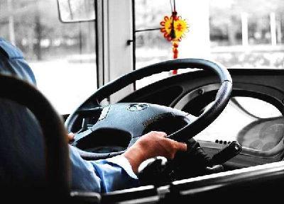 随州男子抢夺公交车方向盘 涉嫌危害公共安全被批捕