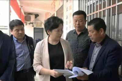 胡堂村调研,县委书记毕道丽最关心什么?