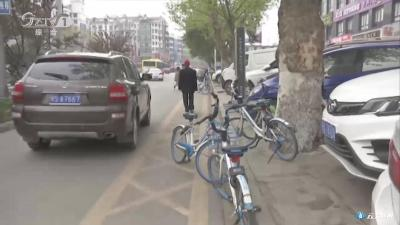 曝光台:不文明停车 真丑!
