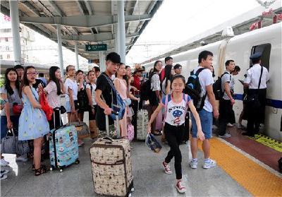 清明返程铁路客流创纪录 武铁小长假共发送旅客303万人次